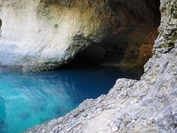 source_de_la_sorgue_source_spring_water_cave_cave_river_source_of_sorgue_karst_spring-588069